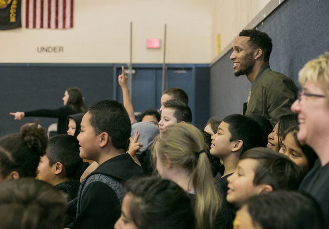 NBA Star Evan Turner Packs Bags at Alder Elementary in Oregon